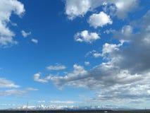 C?u azul e uma mistura de nuvens foto de stock royalty free