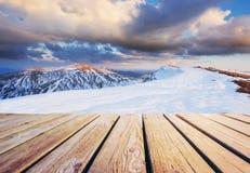 33c ural χειμώνας θερμοκρασίας της Ρωσίας τοπίων Ιανουαρίου Σε αναμονή για τις διακοπές Δραματική χειμερινή σκηνή Καρπάθιος Στοκ Εικόνα