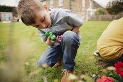 Caça para ovos da páscoa fotografia de stock