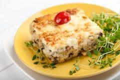 Caçarola com cogumelos batata e queijo Imagens de Stock Royalty Free