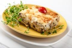 Caçarola com cogumelos batata e queijo Fotos de Stock Royalty Free