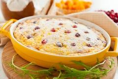 Caçarola do queijo com airelas e passas Imagem de Stock