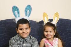 Caçoa as orelhas desgastando do coelho. imagens de stock