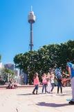 Caçoa bolhas de observação no parque, Sydney, Austrália Imagens de Stock Royalty Free