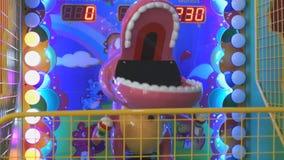 Caçoa o slot machine como um crocodilo do brinquedo Close-up filme