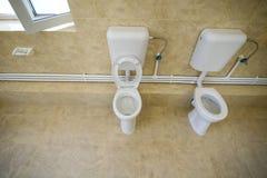 Caçoa o toalete em um jardim de infância público imagem de stock royalty free