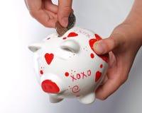 Caçoe as mãos com banco piggy #2 imagem de stock royalty free
