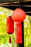 Caída china de la linterna en la pared Fotografía de archivo libre de regalías