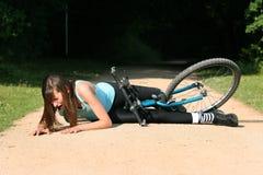 Caída con la bici Imagenes de archivo