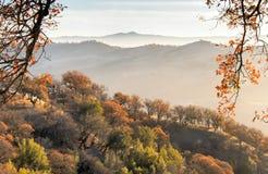 Caída de California septentrional de Misty Mountains fotografía de archivo