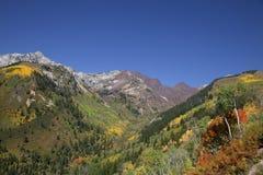 Caída de la montaña rocosa fotos de archivo libres de regalías
