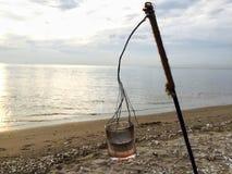 Caída de la vela en la playa Imagen de archivo