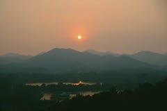 Caída de las montañas Imagen de archivo libre de regalías