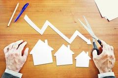 Caída de las ventas de las propiedades inmobiliarias fotografía de archivo libre de regalías