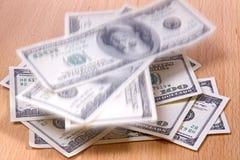 Caída de los billetes de banco Imágenes de archivo libres de regalías
