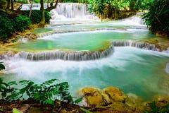 Caída del agua de Kuang si en el prabang de Luang, Laos Imagen de archivo libre de regalías