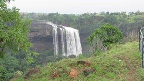 Caída del agua de Tincha de la India-Indore almacen de video