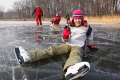 Caída en patines de hielo Fotos de archivo