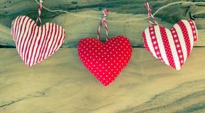 Caída hecha a mano del corazón en cuerda Fotos de archivo libres de regalías