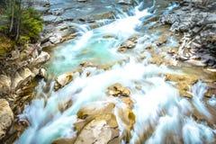 Caída hermosa del agua fotos de archivo