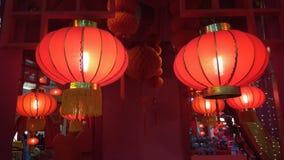 Caída roja de la linterna en techo Imagenes de archivo