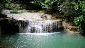 Caída Tailandia del agua de Erawan almacen de video