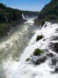 Caídas de Iguassu, río de Paraná, el Brasil. Fotografía de archivo libre de regalías
