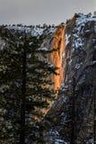 Caídas de la cola del caballo que dan vuelta en la lava imagen de archivo libre de regalías