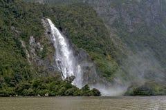Caídas de señora Bowen, Milford Sound, Nueva Zelanda Foto de archivo libre de regalías