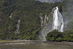 Caídas de señora Bowen, Milford Sound, Nueva Zelanda Imagenes de archivo