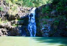 Caídas de Waimea, con la charca que nada popular, Oahu, Hawaii foto de archivo libre de regalías
