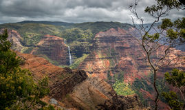 Caídas de Waipoo, barranco Kauai, Hawaii de Waimea Imágenes de archivo libres de regalías