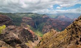 Caídas de Waipoo, barranco Kauai, Hawaii de Waimea Imagenes de archivo