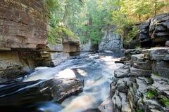 Caídas del barranco, río del esturión, Michigan imagen de archivo libre de regalías