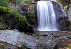 Caídas del vidrio de mirada, bosque del Estado de Pisgah, Carolina del Norte occidental Imagen de archivo libre de regalías