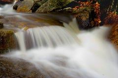 Caídas mojadas de la roca Fotografía de archivo