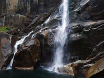 Caídas vernales en el parque nacional de Yosemite imágenes de archivo libres de regalías