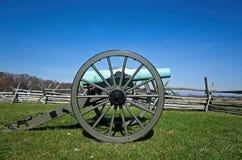 Cañón de la guerra civil en campo de batalla Imagenes de archivo