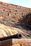 Cañón del fuerte con la pared Foto de archivo libre de regalías