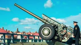 Cañón del mediodía tirado de la fortaleza almacen de metraje de vídeo