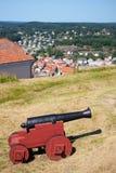 Cañón en la opinión del fuerte de Fredriksten y de Fredriksten Fotografía de archivo