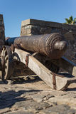 Cañón histórico, del Sacramento, Uruguay de Colonia Hist que viaja Imagen de archivo