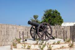 Cañón histórico en Umm Al Quwain Imagen de archivo libre de regalías