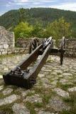 Cañón medieval del hierro en castillo Fotos de archivo
