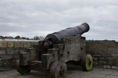 Cañón viejo del hierro en Playmouth, Inglaterra Fotografía de archivo