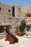 Cañón viejo en una fortaleza Budva (Montenegro) imágenes de archivo libres de regalías