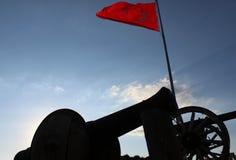 Cañón y bandera turca imágenes de archivo libres de regalías