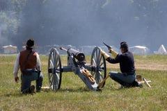 Cañón y soldados Fotografía de archivo