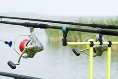 Cañas de pescar en el lago Balatón Foto de archivo libre de regalías