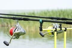 Cañas de pescar en el lago Balatón Fotos de archivo
